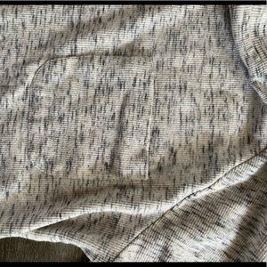 LOGO by Lori Goldstein Tops - LOGO 3/4 heather grey thermal shirt w lace trim